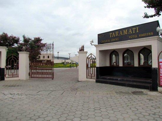 the main gate of Taramati Baradari