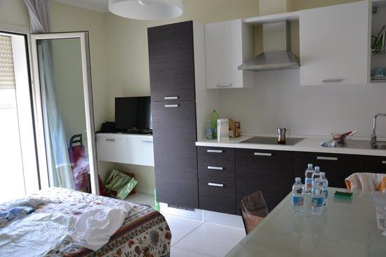 Cucina e divano letto aperto picture of residence - Divano in cucina ...