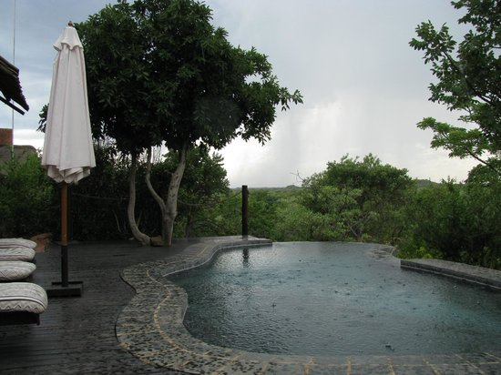 Zwahili Private Game Lodge & Spa: Light rain in afternoon