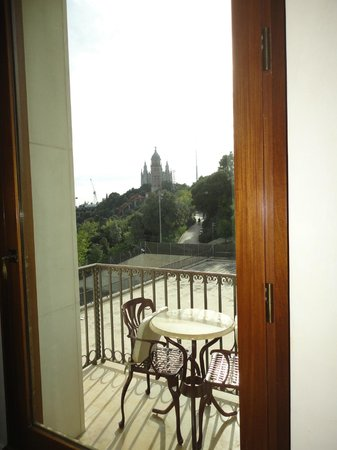 Gran Hotel La Florida: Vue de la chambre sur l'église de Tibidabo