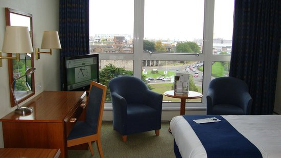 Holiday Inn Southampton: Room and view