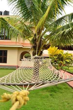 Varkala SeaShore Beach Resort: Garden view, hammock