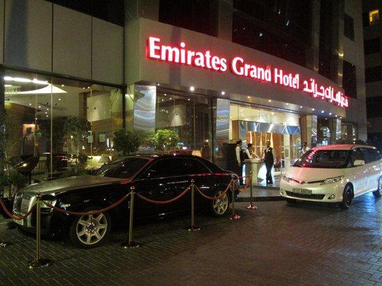 Emirates Grand Hotel: Entrada hotel