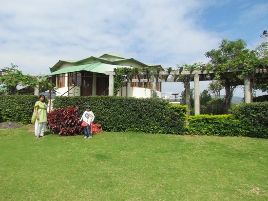 Ananthagiri Hill Resort : the garden