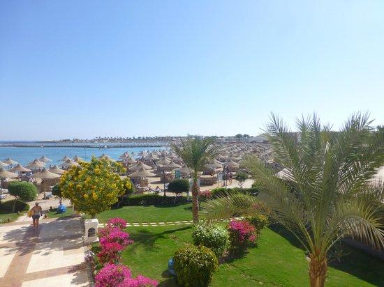 SENTIDO Mamlouk Palace Resort : Vue de la plage