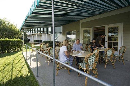 Sag Harbor Inn: Outdoor Breakfast Patio