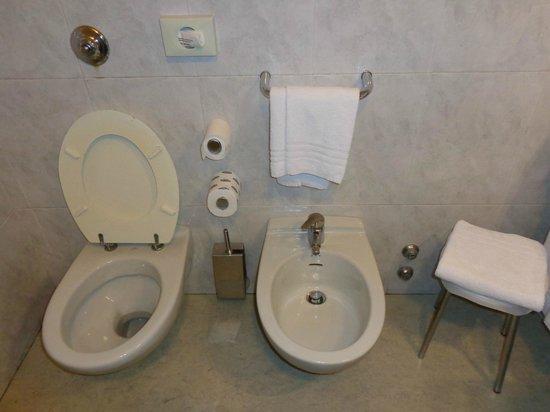 New York Hotel: Bathroom