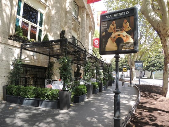 Cool restaurants picture of via veneto rome tripadvisor for Complementi d arredo via veneto