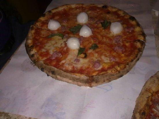 Pulecenella Pizzeria : Pollica (questa è senza gorgonzola) le mozzarelle sono ottime