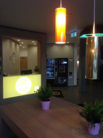B&B Hotel Heidelberg: Empfangsbereich mit Lobby