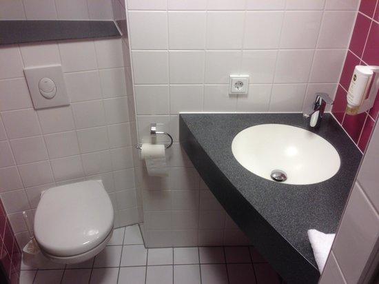 B&B Hotel Heidelberg: Badzimmer mit Dusche