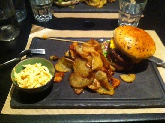La Réserve : burger avec frites maison