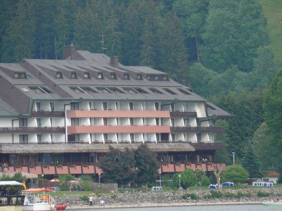 Maritim TitiseeHotel: отель, вид с озера