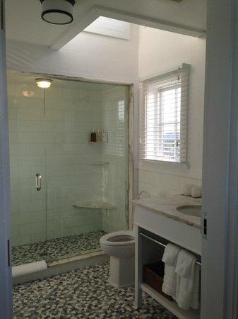 Weekapaug Inn: Bathroom, Fenway Suite 50