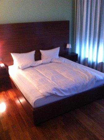 Innside by Meliá Frankfurt Eurotheum: bed