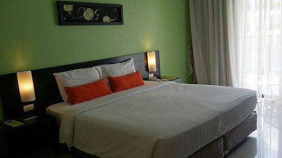 Deevana Plaza Phuket Patong: King bed... finally.