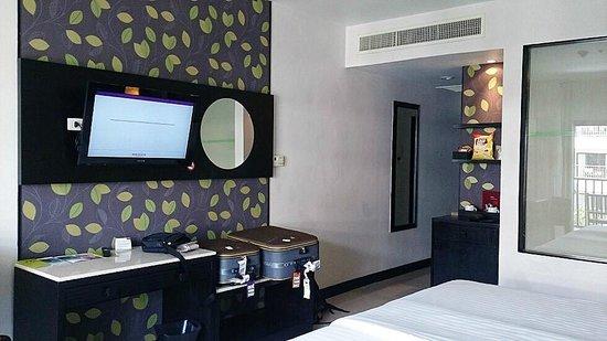 Deevana Plaza Phuket Patong: Spacious room