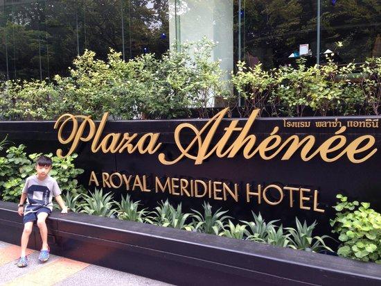 Plaza Athenee Bangkok, A Royal Meridien Hotel: The side entrance