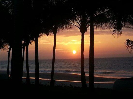 Arennas Mancora: Sunset