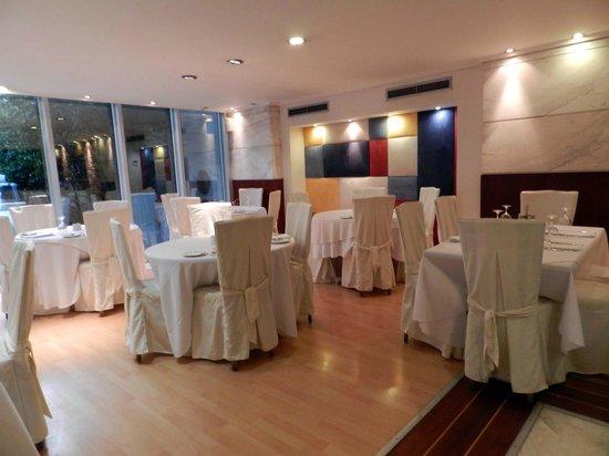 Airotel Alexandros: ristorante bello e pulito