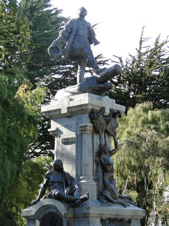 Memorial to Ferdinand Magellan: Beautiful sculptures - kiss a foot for luck
