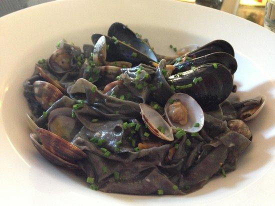 SANNAS Ristorante Italiano: Squid ink homemade pasta