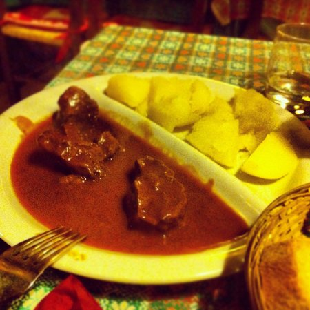 "Cantina Tirolese : Gulash ""piccolo"""