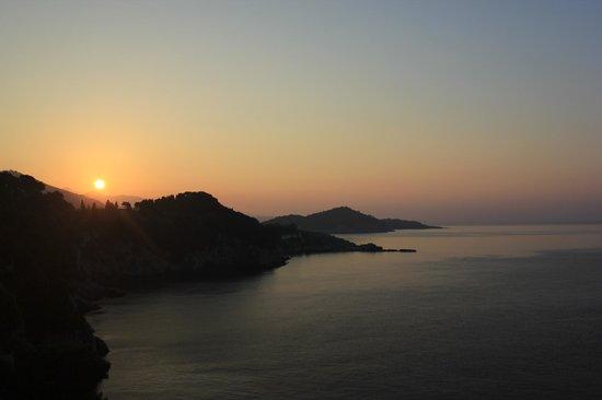 Hotel Bellevue Dubrovnik: Sunrise from the balcony