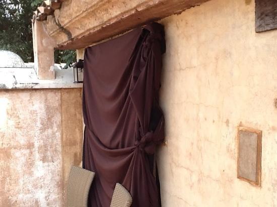 El Convento Boutique Hotel: outside curtain
