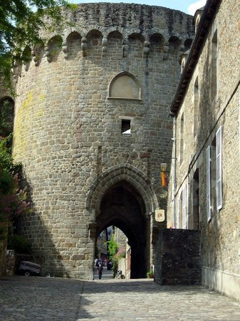 Hôtel du Château : Динан. Улица