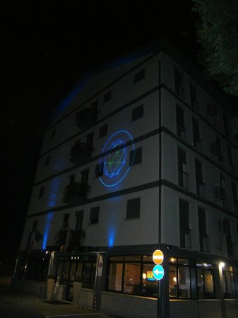 Hotel M14: The hotel by night