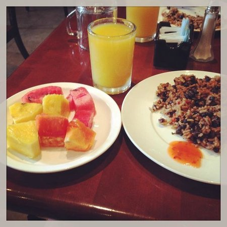 Hotel Presidente: Plenty of Vegetarian/Vegan Options at Breakfast