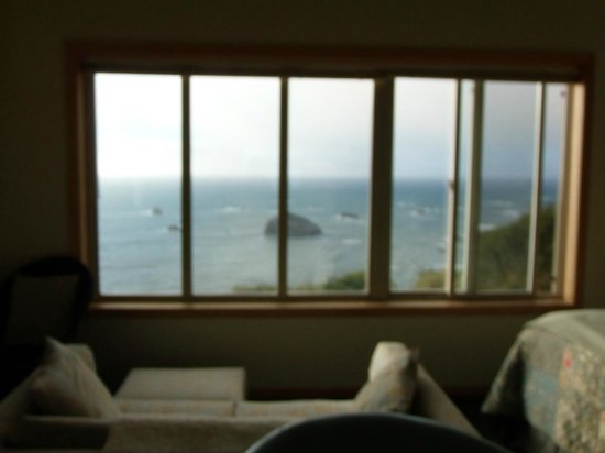 Turtle Rocks Inn: The Suite - Huge Picture Windows with Great View