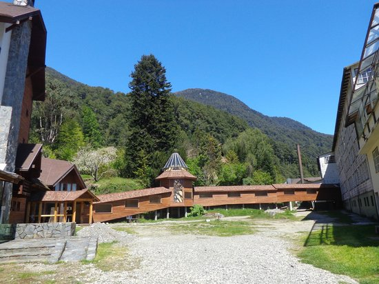 Hotel Natura Patagonia: Passagem ligando os hotéis Natura e Peulla