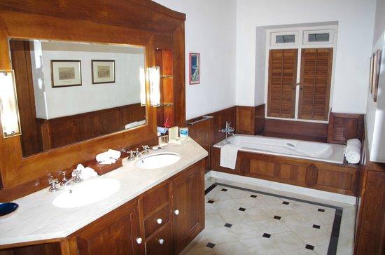 Neemrana's Le Colonial : salle de bain