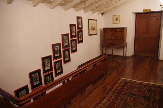 Neemrana's Le Colonial : escalier