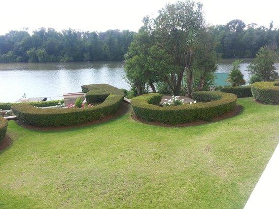 BON Hotel Riviera on Vaal : Beautifully manicured gardens