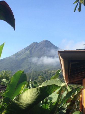 Nayara Resort Spa & Gardens: view of arenal on the way to breakfast