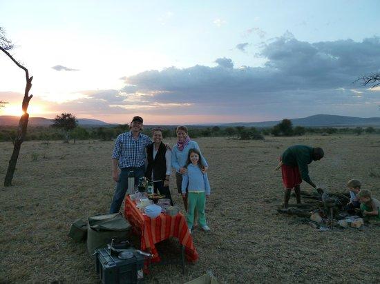 Leleshwa Camp: sundowner with our hosts