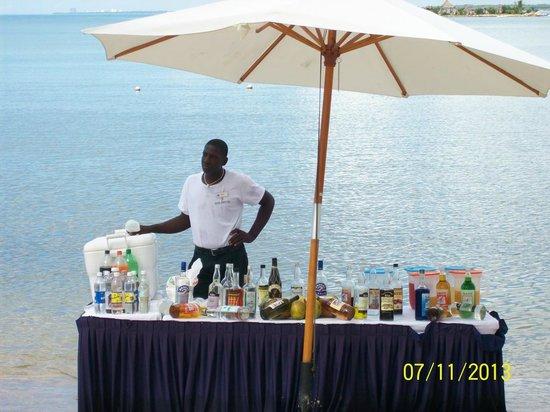 Grand Bahia Principe La Romana: Beach bar right on the water. Very nice staff also