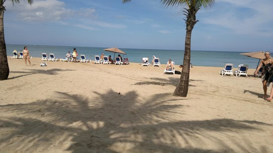 Courtyard by Marriott Isla Verde Beach Resort: пляж