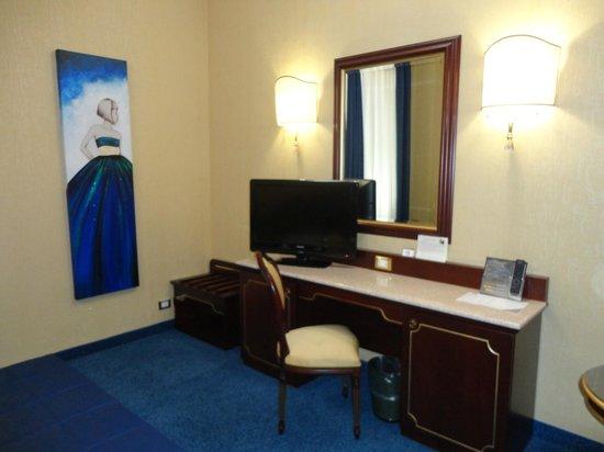 Hotel Mondial: stanza