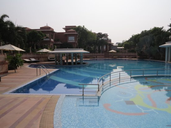 Orient Taj: The swimming pool