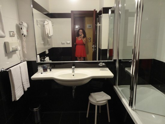 Hotel Mondial: bagno