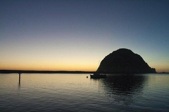 Pleasant Inn: Morro Rock from the embarcadero, sunset