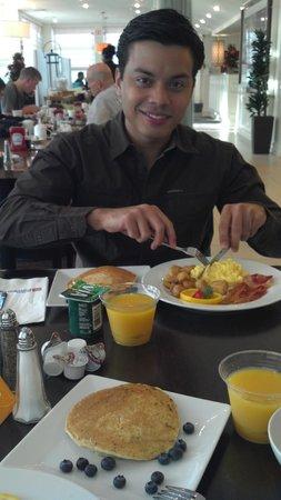 Hilton Garden Inn Queens/JFK Airport: Desayuno