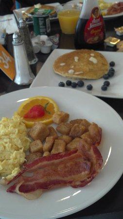Hilton Garden Inn Queens/JFK Airport: Desayuno buffette