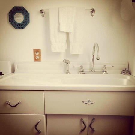 Pleasant Inn : Room 1 kitchenette