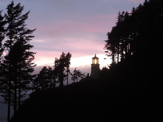Heceta Head Lighthouse Bed and Breakfast: Sunset at Heceta Head Lighthouse view from the porch
