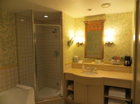 Old Mill Toronto: Salle de bains standard